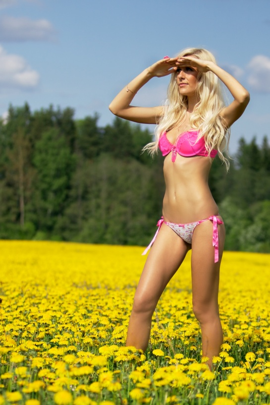Blond_woman_in_a_pink_underwear_on_a_field_with_yellow_flowers_01